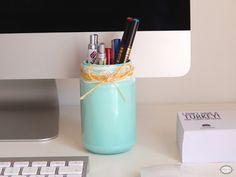 Organizar y decorar un rincón de trabajo | Decorar tu casa es facilisimo.com Ideas Prácticas, Barware, Water Bottle, Study Corner, Jobs At Home, Desktop, Organize, House Decorations, Water Bottles