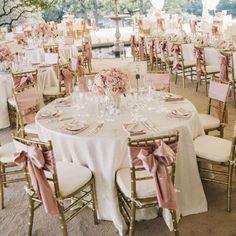 White Rose Gold Wedding Decor Table Setting: white and rose gold! White Wedding Decorations, Quinceanera Decorations, Gold Wedding Theme, Rose Wedding, Wedding Colors, Wedding Stuff, Rose Gold Table Decorations, Wedding White, Wedding Ideas