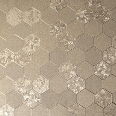 This Foil Honeycomb Wallpaper in silver features a classic geometric design with contrasting subtle textures and a metallic gold champagne finish for a contemporary feel Vinyl Wallpaper, Honeycomb Wallpaper, Wallpaper Display, Cheap Wallpaper, Feature Wallpaper, Metallic Wallpaper, Paper Wallpaper, Geometric Wallpaper, Wallpaper Samples