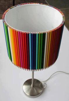 Pantalla de lámpara hecha con lápices de colores - Screen lamp made of crayons