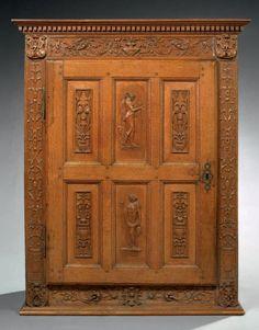 SMALL CABINET Oak wood H: 104.5 cm - W: 34 cm - D: 38.5 cm France (Ecole de Fontainebleau) XVII century after floor and cornice, sculptures times.