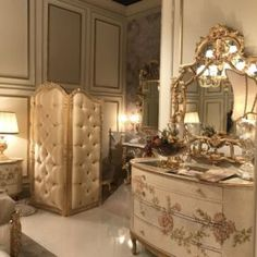It's golden with ornate embellishments, upholstered in a beautiful silk: It's a baroque sofa. Or is it a Rococo style sofa? Both of these furniture styles French Rococo, Rococo Style, Baroque, Trendy Furniture, Furniture Styles, Furniture Design, Victorian Design, Beauty Room, Upholstery