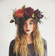 a gorgeous flower crown. Perfect for Day of the Dead or a fairy cosplay! - 20 Flower HeaddressesSuch a gorgeous flower crown. Perfect for Day of the Dead or a fairy cosplay! Dark Flowers, Flowers In Hair, Beautiful Flowers, Flower Crown Wedding, Wedding Flowers, Crown Flower, Flower Crowns, Bridal Crown, Flower Crown Drawing
