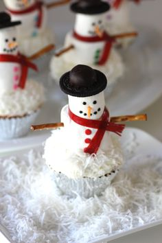 Marshmallow Snowman Cupcakes DIY #diy #winter - I would make with shredded white chocolate instead of coconut