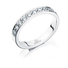 Smakfull förlovningsring vigselring i 18k vitguld från Schalins i serien  Passion. Ringen har 11 stycken diamanter infattade på totalt 0 4d442c1f83f1a