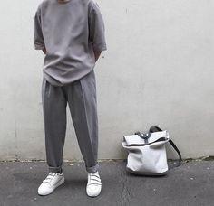 Minimalist Fashion - My Minimalist Living Moda Streetwear, Streetwear Fashion, Men Street, Street Wear, Looks Style, Minimal Fashion, Mode Style, Men Looks, Style Guides