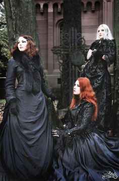 When You Want Gothic Jewelry, We Have The Tips You Need. Photo by shinycatcreations There is a lot more to owning gothic jewelry than being flashy and spending extravagant amounts of money. Gothic Outfits, Gothic Dress, Gothic Lolita, Gothic Hair, Goth Beauty, Dark Beauty, Victorian Fashion, Gothic Fashion, Victorian Gothic