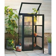 Perfect little greenhouse for the small garden or balcony Miniature Greenhouse, Indoor Greenhouse, Small Greenhouse, Backyard Plan, Backyard Patio, Outdoor Spaces, Outdoor Living, Nelson Garden, Growing Gardens