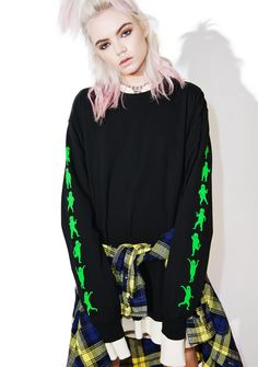 RIPNDIP Dance Alien Long Sleeve when yer tryin' to be extra-terrestial out there. This sik long sleeve T-shirt just wants to move with its classic standard construction and long sleeves with dancing alien graphics.