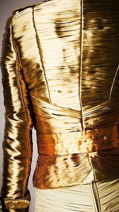 Gold | ゴールド | Gōrudo | Gylden | Oro | Metal | Metallic | Shape | Texture | Form | Composition | burberry ♡ ~ Ʀεƥɪииεð╭•⊰✿ © Ʀσxʌиʌ Ƭʌиʌ ✿⊱•╮