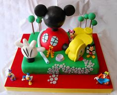 Mickey Mouse Clubhouse cake is amazing. It has so many details. Do your kids watch Mickey Mouse Clubhouse?