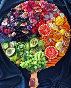 food platters & food + food recipes + food cravings + food videos + food photography + food platters + food and drink + food dinner Delicious Fruit, Yummy Food, Grazing Tables, Cooking Recipes, Healthy Recipes, Healthy Fruits, Healthy Foods, Snacks Für Party, Party Appetizers