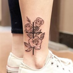 Best Cross Tattoos and Designs for Men and Women - The cross tattoo has been a popular fixture in the ink world since tattoos were invented. Line Tattoos, Body Art Tattoos, Small Tattoos, Sleeve Tattoos, Cool Tattoos, Pretty Tattoos, Sexy Tattoos, Verse Tattoos, Tatoos