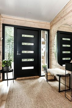 Inspiration for a modern log house - Honka - Modern Entrance Door, House Entrance, Modern Front Door, Grand Entrance, Front Entry, Contemporary Front Doors, Small Modern Home, Small Modern House Exterior, Modern Hall