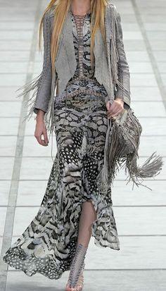 Roberto Cavalli Spring 2011 Ready-to-Wear Fashion Show - Daria Strokous Diva Fashion, Look Fashion, Couture Fashion, Runway Fashion, Spring Fashion, Fashion Show, Womens Fashion, Fashion Design, Fashion Outfits