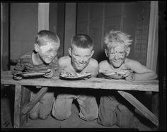 Leslie Jones | Pie eating contest (1954)