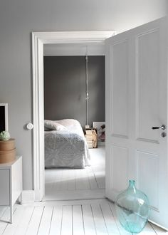 grey walls + white floors, home of stylist Linda Åhman, Sweden Interior Paint Colors, Gray Interior, Interior Design, Interior Painting, Painting Doors, Apartment Painting, Living Room Paint, Living Room Interior, Living Rooms