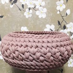Diy Crochet Basket, Crochet Bowl, Crochet Basket Pattern, Crochet Art, Crochet Crafts, Crochet Stitches, Crochet Patterns, Yarn Projects, Crochet Projects
