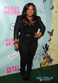 #GLEE's Amber Riley arriving in all black to Perez Hilton's B-Day Bash! [PHOTO]