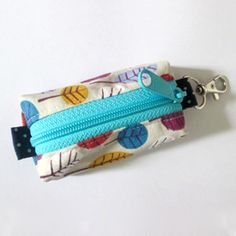 Tutorial shows you how to make a keyring pouch. Great gift idea.