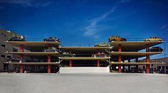 Toen autos nog gezien mochten worden. De Miami Parking Garage van Robert Law Weed uit 1949. Briljante kleurenfoto van Ezra Stoller.