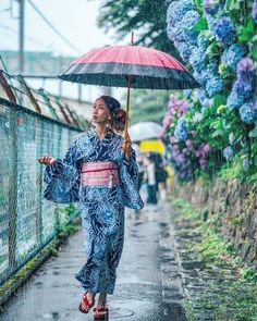 Photographer shows us that just because it's rainy doesn't mean you can't have fun (and take some amazing photos)!・Follow for your daily dose of Japan travel inspiration. Tag your own photos of Japan with #visitjapanjp to give us permission to repost!・#Japan #travel #guide #japantravel #TheRealJapan #Japanese #howtotravel  #vacation #trip #explore #adventure #traveltips www.therealjapan.com Japan Picture, Cool Photos, Amazing Photos, Rain Photography, Visit Japan, Japan Travel, Travel Trip, Travel Guide, Rainy Season
