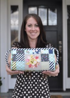 sew together bag pattern review - A Crafty Fox - suggested uses for the bag including makeup bag (can line with vinyl if you want), and how she modified the bag this time around including Peltex for the exterior stabilizer. Great info all around!