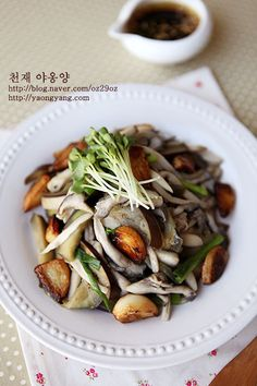 고기보다 맛있는 마성의 샐러드 - 버섯갈릭 샐러드 Salad Recipes, Healthy Recipes, Brunch Menu, Home Food, Korean Food, Kimchi, Japchae, Salads, Food And Drink