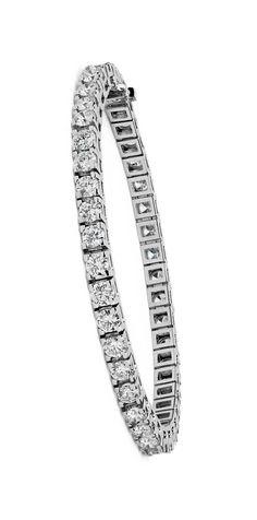 Diamond Tennis Bracelet in White Gold ct. Jewelry Box, Jewelry Bracelets, Jewelry Watches, Jewelry Accessories, Fine Jewelry, Bangles, Diamond Bracelets, Diamond Jewelry, Gemstone Jewelry