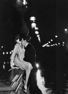 Carmen Dell'Orefice (in Yves Saint Laurent for Dior) with Robin Tattersall on the Pont Alexandre III, Paris, August Photography by Richard Avedon Richard Avedon, Vintage Love, Vintage Photos, Vintage Romance, Vintage Couple Pictures, French Vintage, Vintage Kiss, Vintage Paris, Love Pictures