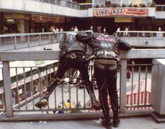Punks at Victoria Shopping Centre, Southend, Essex. Subcultures exhibition at beecroft art gallery, Southend. Soft Grunge, Arte Punk, Punk Subculture, Punk Mode, Indie, Crust Punk, Estilo Retro, Hipster, Skinhead