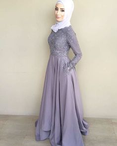 Pin by ✨علا✨ on ALL DOLLED UP Dresses, prom dress, hijab graduation dresses - Hijab Hijab Prom Dress, Muslim Dress, Prom Dresses, Grad Dresses Short, Formal Dresses For Teens, Graduation Dresses, Hijab Style, Ootd, Mode Hijab