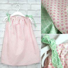 Handmade girl´s dress - Genähtes Mädchenkleid aus GRATIS Schnittmuster. http://titatoni.blogspot.de/