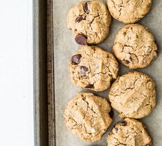 Gluten-Free Peanut Butter Oatmeal Chocolate Chip Cookies (Vegan) – Salted Plains Source by erikawongg Gluten Free Peanut Butter, Peanut Butter Oatmeal, Oatmeal Chocolate Chip Cookies, Gluten Free Cookies, Gluten Free Desserts, Cookies Vegan, Healthier Desserts, Nut Recipes, Best Vegetarian Recipes