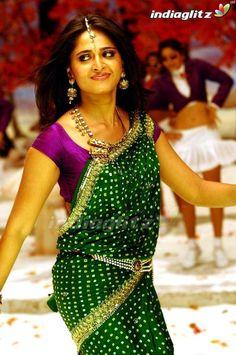 Anushka Latest Photos, Anushka Photos, South Indian Actress, Beautiful Indian Actress, Beautiful Asian Girls, Beautiful Saree, Sonam Kapoor, Deepika Padukone, Indiana