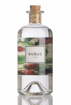 Rubus Gin mit fruchtigem, beerigen Geschmack: entwickelt von on Leopold Langer (Miteigentümer Schwarz-Weiss Bar Ludwigsburg) und Alexander Mayer (Barchef in der Schwarz-Weiß-Bar Stuttgart)