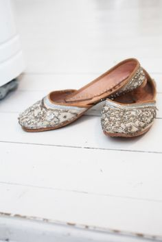 Love these, but could never find a pair that fit comfortably. Generally speaking Indian women seem to have very small narrow feet.