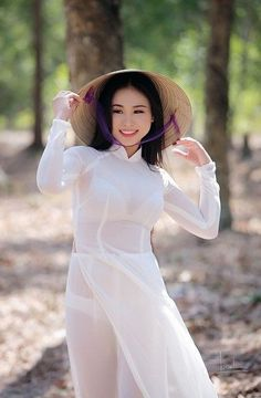 Vietnamese Traditional Dress, Vietnamese Dress, Ao Dai, Cute Asian Girls, Hot Girls, Culture Clothing, Vietnam Girl, Asian Hotties, Beautiful Asian Women