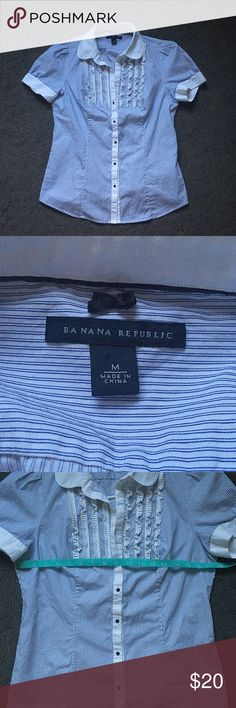 Like New Banana Republic Button Down Blouse Like New Banana Republic Button Down Blouse, size medium.  See pictures for measurements. 😊 Banana Republic Tops Button Down Shirts