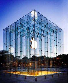 Apple Store op (of eigenlijk onder) Fifth Avenue in New York. Is iemand er geweest?