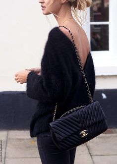 Buy your brown cloth handbag CHANEL on Vestiaire Collective, the luxury consignment store online. Second-hand Brown cloth handbag CHANEL Brown in Cloth available. Looks Street Style, Looks Style, Style Me, Look Fashion, Womens Fashion, Street Fashion, Net Fashion, Fashion Trends, Fall Fashion