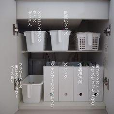 Bathroom Organisation, Closet Organization, Washroom, Bathroom Medicine Cabinet, Minimalist Apartment, Storage Design, Storage Ideas, Home Room Design, Konmari