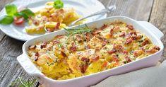 Τέλειο ογκρατέν με πατάτες, κοτόπουλο και μπεσαμέλ στο φούρνο, έτοιμο σε 20 λεπτά Carrot Casserole, Sweet Potato Casserole, Casserole Dishes, Making Mashed Potatoes, Garlic Mashed Potatoes, Comfort Food List, Roasted Pork Tenderloins, Prime Rib Roast, Potato Dishes