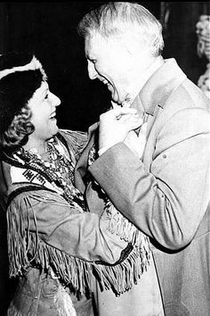 Marion Davies and William Randolph Hearst.she is better remembered today as Hearst's mistress and hostess at many lavish events for the Hollywood elite than for her Films. I think Thats somehow sad. I like them a lot Golden Age Of Hollywood, Classic Hollywood, Old Hollywood, Castle Party, Marion Davies, San Simeon, Ursula Andress, Movie Magazine, Silent Film