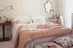 Explore 9 Modelos de Quartos românticos para Casal que servem como inspiração para você criar um belíssimo ambiente em sua casa ou apartamento.