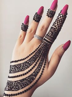 Check beautiful & simple arabic mehndi designs 2020 that can be tried on wedding. Shaadidukaan is offering variety of latest Arabic mehandi design photos for hands & legs. Henna Tattoo Designs Simple, Back Hand Mehndi Designs, Finger Henna Designs, Henna Art Designs, Mehndi Designs For Girls, Mehndi Designs For Beginners, Mehndi Designs 2018, Modern Mehndi Designs, Mehndi Designs For Fingers