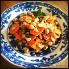Möhren-Kichererbsen-Salat mit Minze und Koriander, Carrot-chickpea-salad with mint and coriander