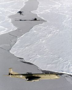 An RAF Nimrod on patrol over the North Pole, with two Royal Navy submarines breaking through the ice below Sun Tzu, Vickers Valiant, Airplane History, Royal Navy Submarine, Avro Vulcan, Steam Boats, Royal Marines, Flight Deck, Royal Air Force