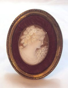 Large Detailed Shell Cameo Vintage in Standing Frame #Unbranded