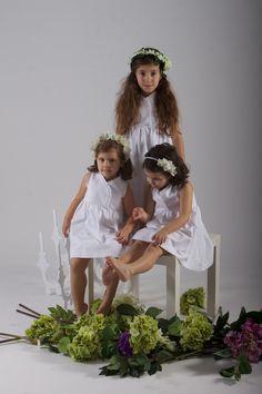 Vestidos de arras con complementos florales.....